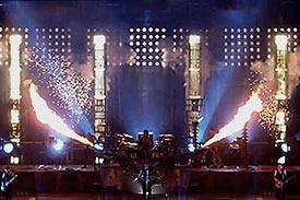 Explosions et fumées des colonnes