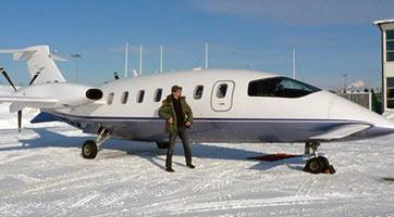 Flake devant le jet privé de Rammstein