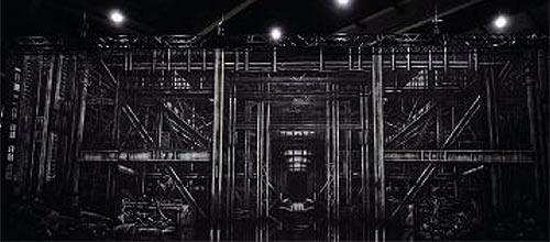 La toile de trente mètre par dix, créée par Perry Scenic