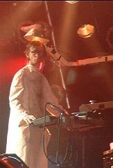 Le costume gris de Christian 'Flake' Lorenz