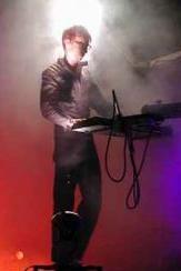 Le costume noirs de Christian 'Flake' Lorenz