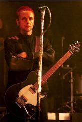 Le costume noirs de Paul Landers