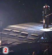 Une plateforme à droite de la scène